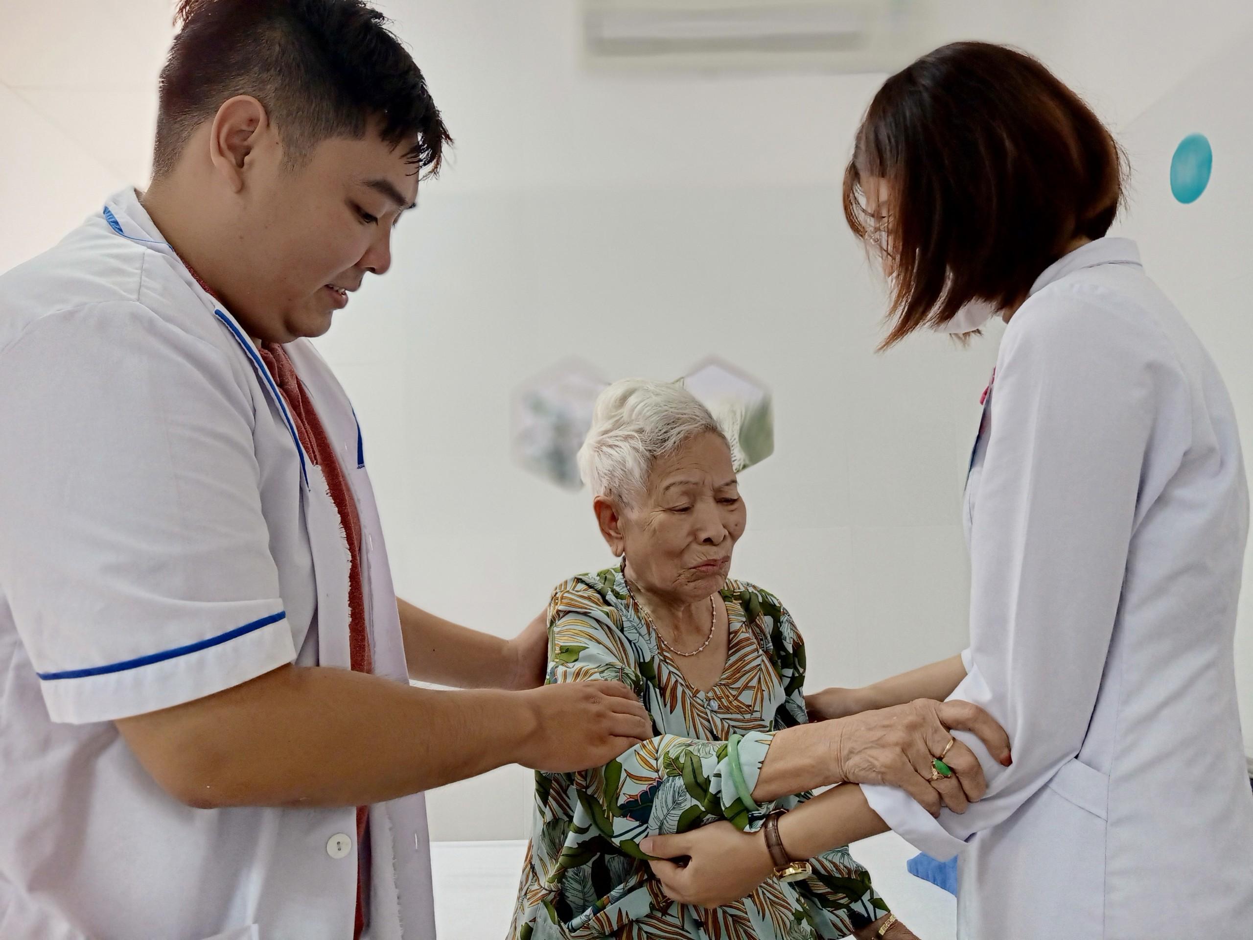 Bác sĩ điều trị bệnh ALZHEIMER tại Đà Nẵng